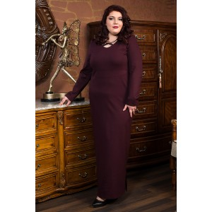Права рокля от пунта с акцент в бордо